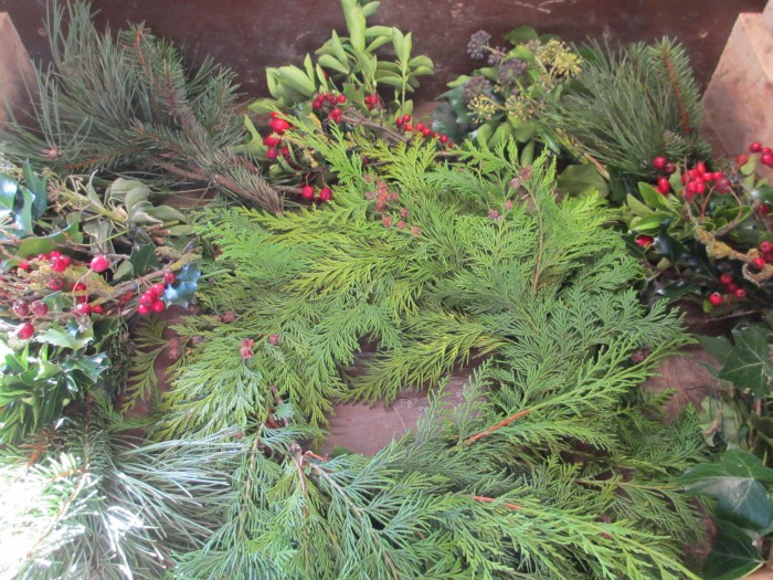 Christmas_Bird_Feeder_Wreath_Bouquets_at_the_Ready_DebbieCooke.com